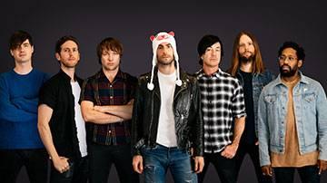 SMC Alum & Maroon 5's Jesse Carmichael on Art, What Fans Can Expect Sunday, Fatherhood & More