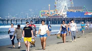 SMC Students, Volunteers Clean Coast